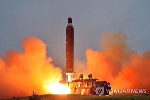 Bất ngờ loạt tên lửa Triều Tiên phóng sau 17 tháng im hơi lặng tiếng - Ảnh 1.
