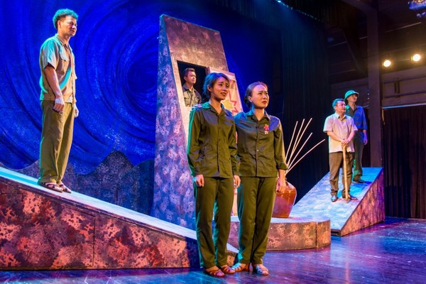 Xúc động đêm diễn gây quỹ từ thiện cho nữ diễn viên Nhà hát kịch Việt Nam tử nạn tại hầm Kim Liên - Ảnh 1.