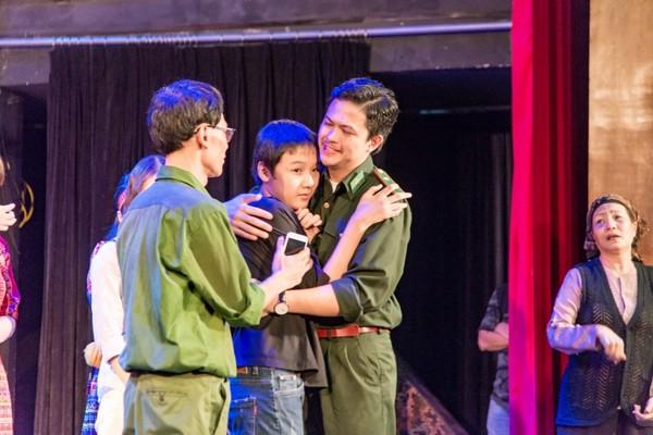 Xúc động đêm diễn gây quỹ từ thiện cho nữ diễn viên Nhà hát kịch Việt Nam tử nạn tại hầm Kim Liên - Ảnh 13.