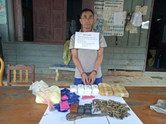 Bắt giữ đối tượng người Lào vận chuyển 12.000 viên ma túy tổng hợp cùng 2kg thuốc nổ - Ảnh 1.