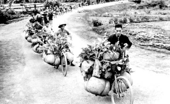 Chiến thắng Điện Biên Phủ: Khi xe đạp và... bàn thờ cùng vào trận địa - Ảnh 1.