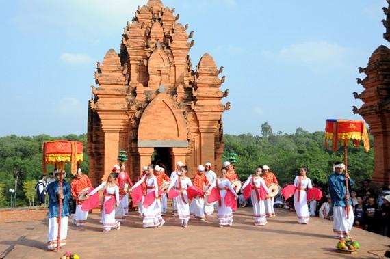 Ninh Thuận: Thực hiện hiệu quả nếp sống văn minh trong việc cưới, việc tang và lễ hội - Ảnh 1.