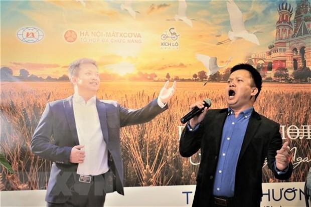 Cánh đồng Nga - Album đầu tay của ca sỹ Việt say đắm vẻ đẹp nước Nga - Ảnh 1.