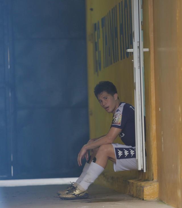 HLV Hà Nội FC: Đình Trọng cần phải hút hết dịch rồi mới có thể sang Singapore điều trị - Ảnh 2.