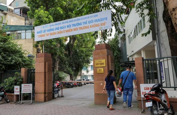 Thủ tướng yêu cầu làm rõ việc báo chí phản ánh Thanh tra Bộ Xây dựng vòi tiền - Ảnh 1.
