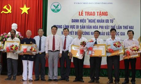 Vĩnh Long: Trao tặng danh hiệu Nghệ nhân ưu tú và công nhận Bảo vật quốc gia - Ảnh 1.