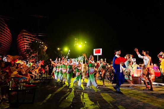 Ngỡ ngàng trước màn trình diễn chuyên nghiệp của thiếu nhi quốc tế trong gala tại Vinpearl Land Nam Hội An - Ảnh 3.
