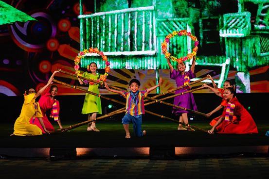 Ngỡ ngàng trước màn trình diễn chuyên nghiệp của thiếu nhi quốc tế trong gala tại Vinpearl Land Nam Hội An - Ảnh 4.