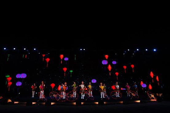 Ngỡ ngàng trước màn trình diễn chuyên nghiệp của thiếu nhi quốc tế trong gala tại Vinpearl Land Nam Hội An - Ảnh 7.