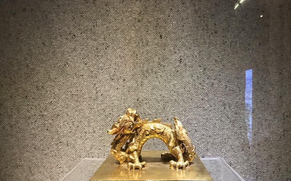 Chiêm ngưỡng sách vàng, kiếm vàng và các bảo vật quốc gia tại Bảo tàng lịch sử
