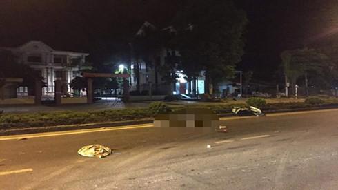 Nghệ An: Hai thanh niên tử vong bất thường trên quốc lộ trong đêm - Ảnh 1.