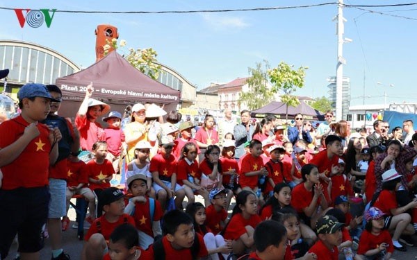 Ấn tượng Lễ hội Văn hóa Việt Nam – Séc lần đầu tiên tại Plzen - Ảnh 1.