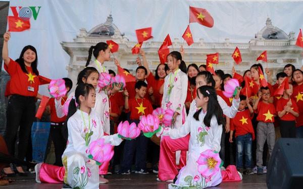 Ấn tượng Lễ hội Văn hóa Việt Nam – Séc lần đầu tiên tại Plzen - Ảnh 4.