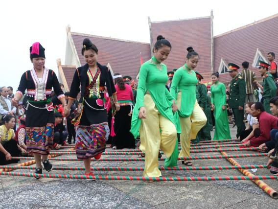 Bộ VHTTDL tăng cường các hoạt động bảo tồn văn hóa, chữ viết của đồng bào dân tộc thiểu số - Ảnh 1.