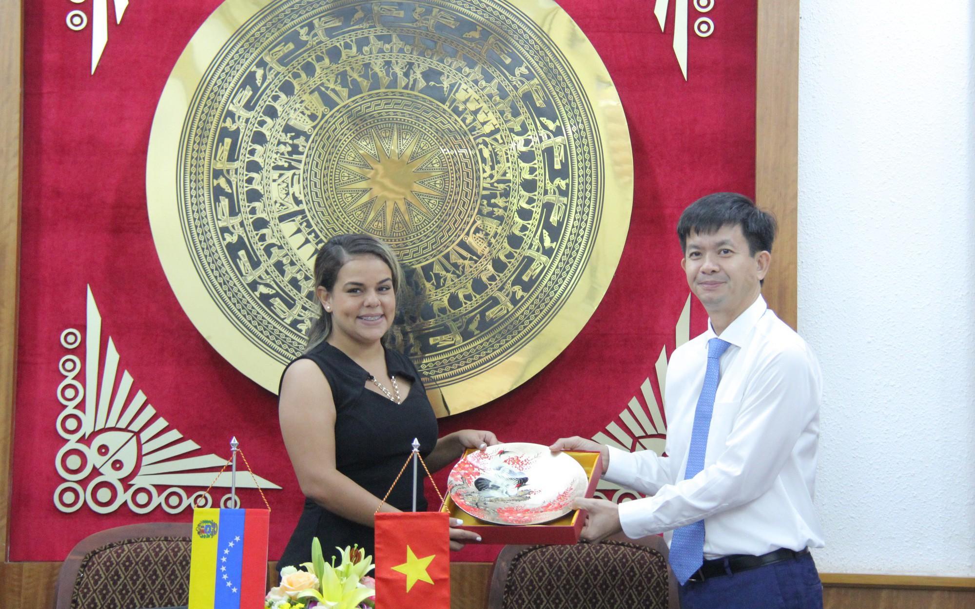 Thứ trưởng Lê Quang Tùng tiếp Thứ trưởng Bộ Văn hóa Venezuela