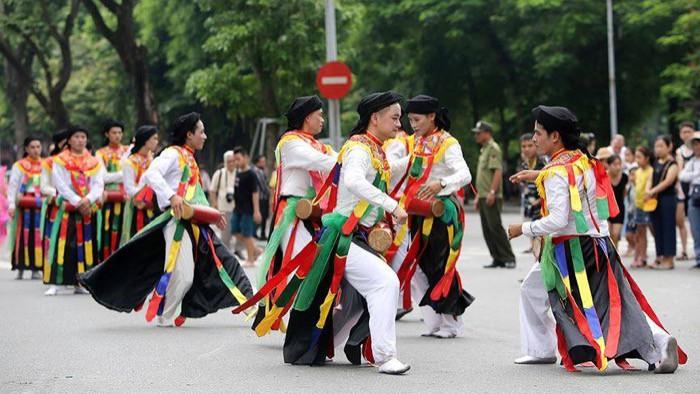 """Lễ Hội đường phố mừng """"20 năm Hà Nội – Thành phố vì hòa bình"""" thu hút 10.000 người tham dự - Ảnh 1."""
