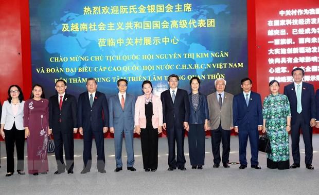 Chủ tịch Quốc hội thăm Trung tâm triển lãm Trung Quan Thôn - Ảnh 2.