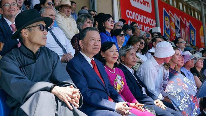 Bộ trưởng Tô Lâm thăm trường học mang tên Chủ tịch Hồ Chí Minh tại Thủ đô Ulan Bator - Ảnh 4.
