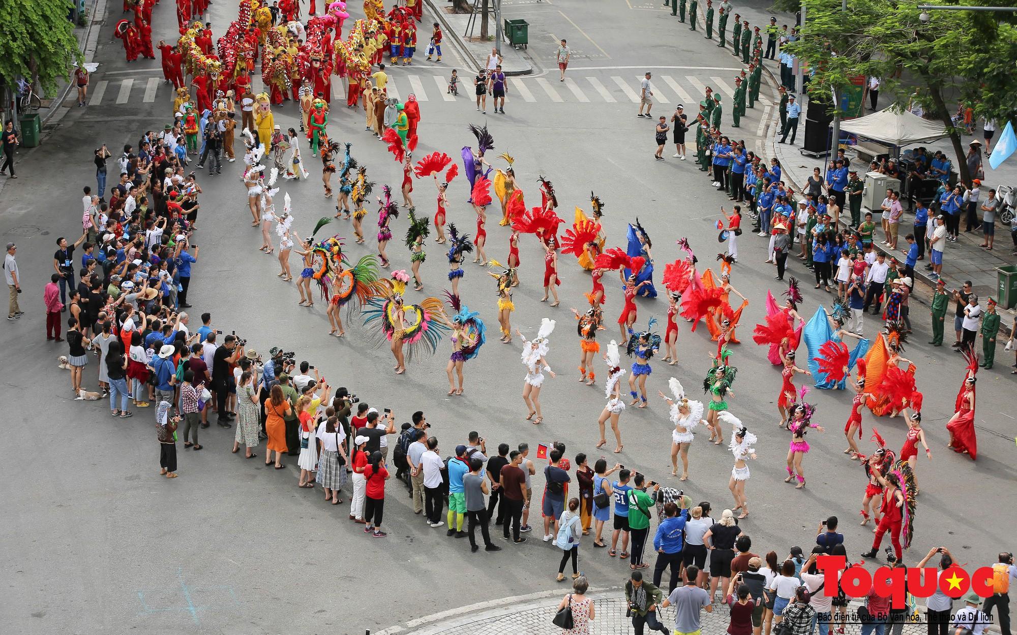 Người dân Thủ đô nô nức tham gia lễ hội đường phố