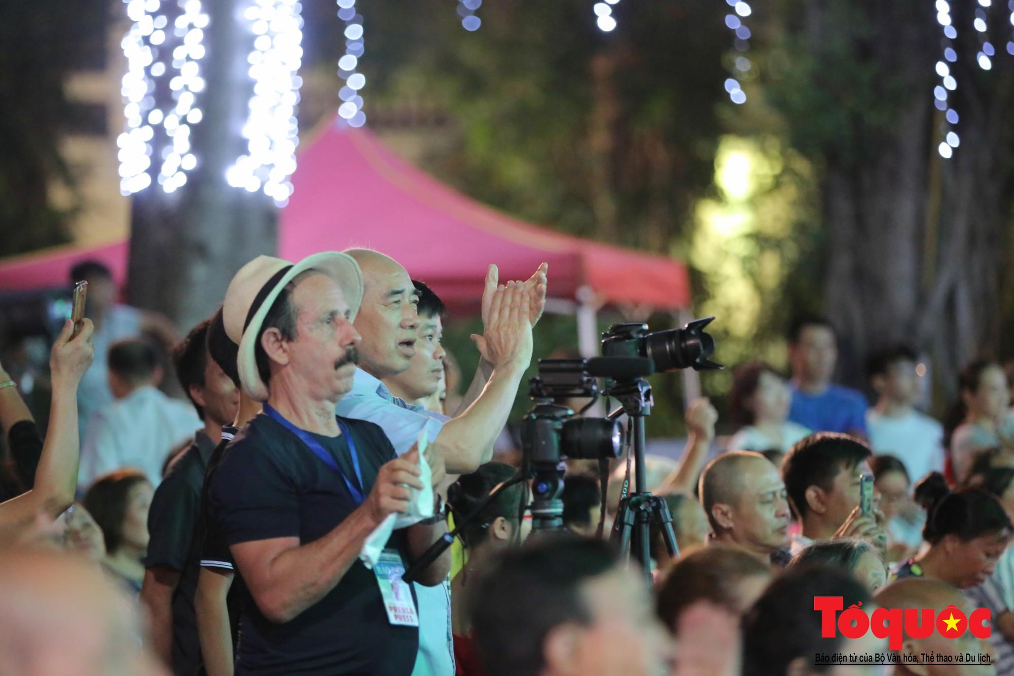 """Ấn tượng chương trình nghệ thuật kỷ niệm 20 năm Hà Nội - """"Thành phố Vì hòa bình"""" (21)"""