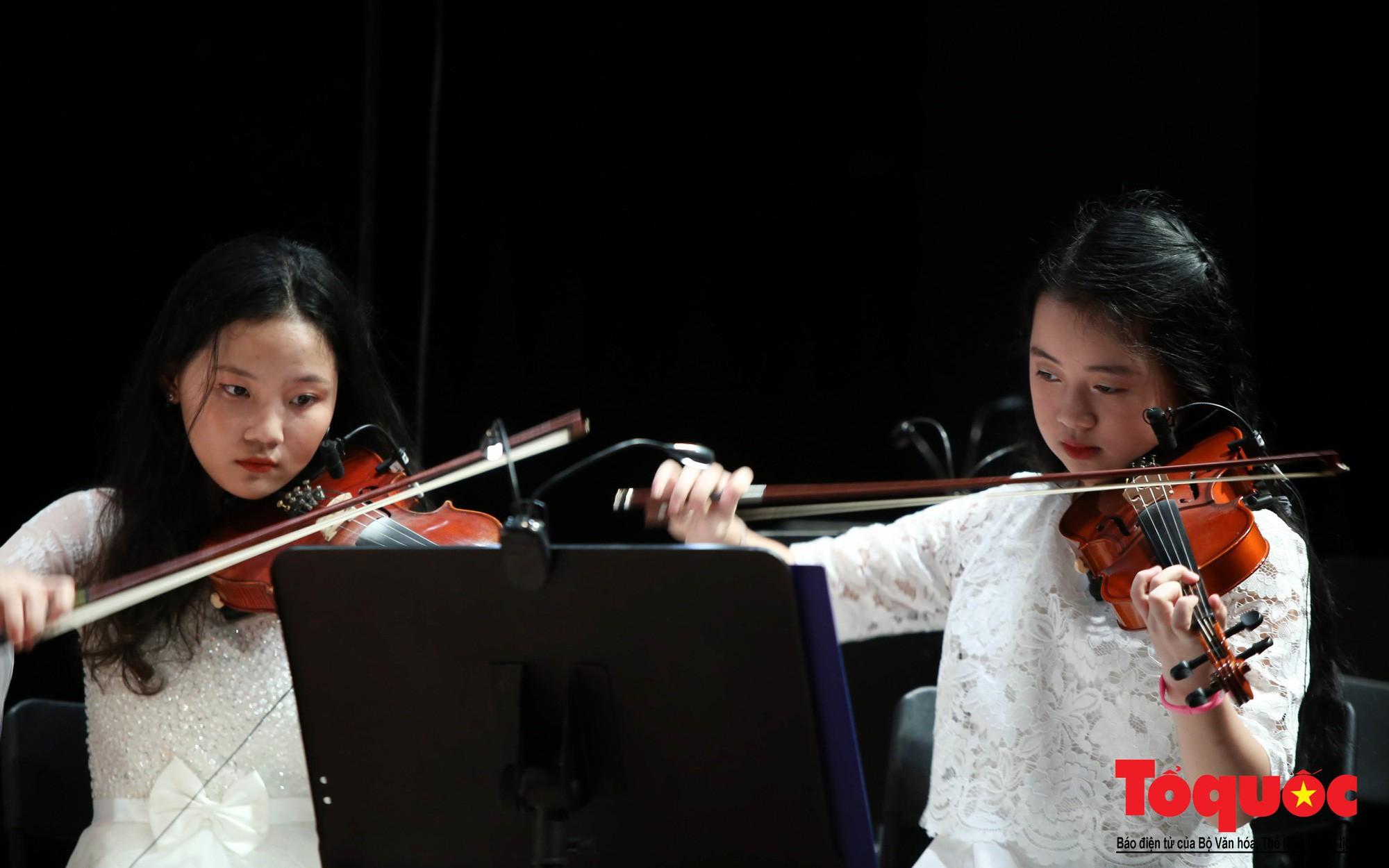 Dàn nhạc giao hưởng nhí đầu tiên của Việt Nam biểu diễn gây quỹ từ thiện