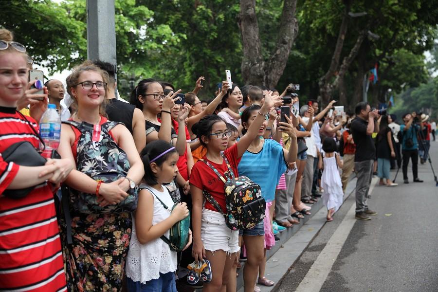 Người dân phấn khích với carnival phố đi bộ sôi động chưa từng thấy - Ảnh 5.
