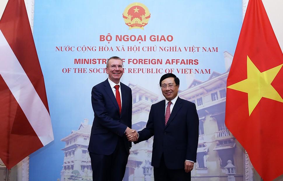 Phó Thủ tướng Phạm Bình Minh hội đàm với Bộ trưởng Ngoại giao Latvia - Ảnh 1.