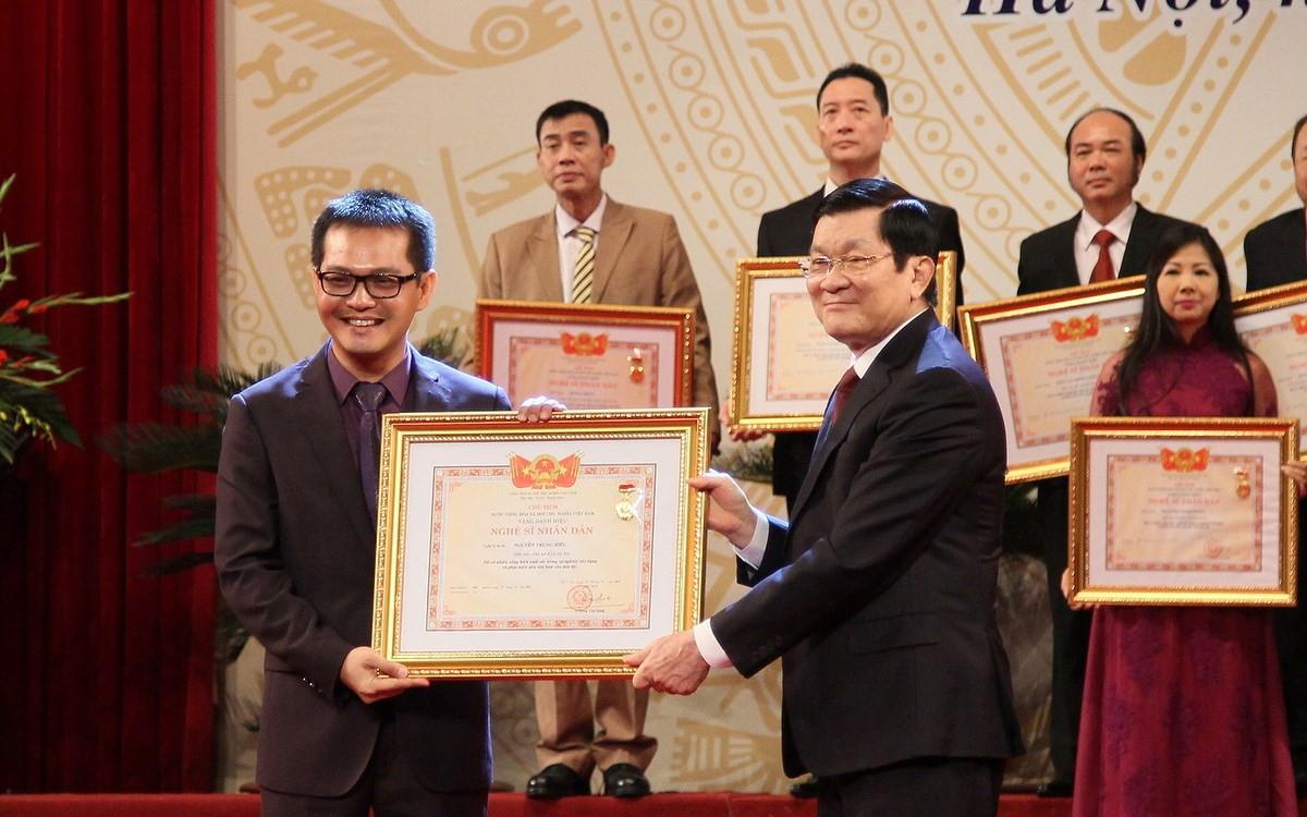 Ban hành Nghị quyết 54/NQ-CP về việc phong tặng danh hiệu