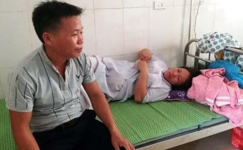 Vụ bác sĩ dùng tay kéo đứt cổ trẻ sơ sinh: Bộ Y tế đề nghị BVĐK huyện Đức Thọ cung cấp thông tin trung thực - Ảnh 1.
