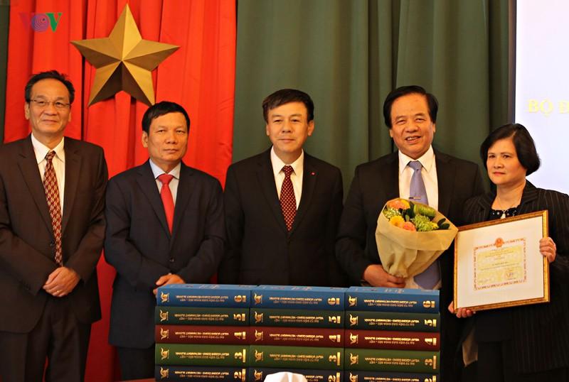Vinh danh tác giả biên soạn bộ Đại từ điển giáo khoa Séc - Việt - Ảnh 1.