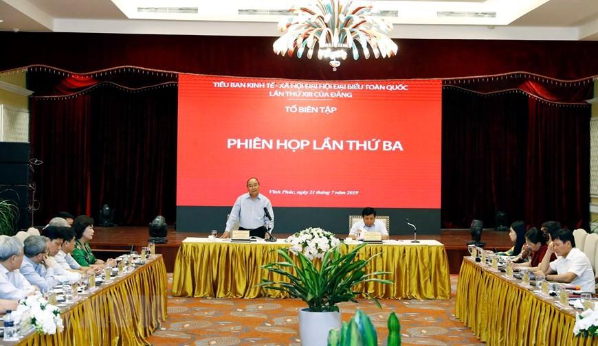 Thủ tướng chủ trì họp lần thứ ba Tổ biên tập Tiểu ban KT-XH  - Ảnh 3.