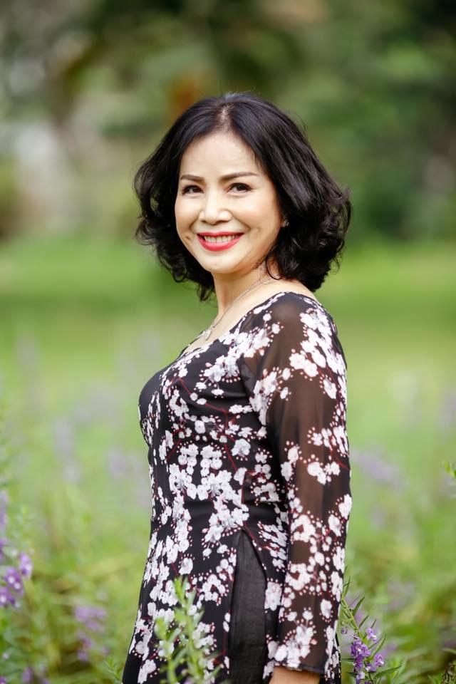 Vẻ đẹp sang trọng quý phái của mẹ diễn viên Hồng Đăng - Ảnh 1.