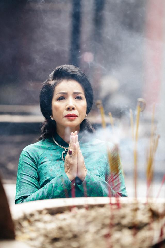 Vẻ đẹp sang trọng quý phái của mẹ diễn viên Hồng Đăng - Ảnh 2.