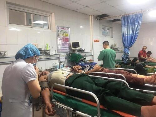 Nghệ An: Xe khách chở 50 người tai nạn trên quốc lộ 1A, 14 người thương vong - Ảnh 4.