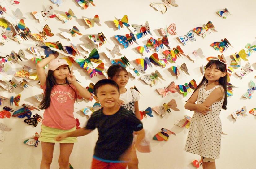 Hơn 1300 cánh bướm của trẻ khuyết tật khắp thế giới trưng bày tại Hà Nội - Ảnh 1.