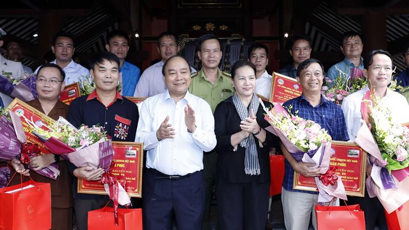 Thủ tướng và Chủ tịch Quốc hội dâng hương tưởng niệm Chủ tịch Hồ Chí Minh - Ảnh 2.