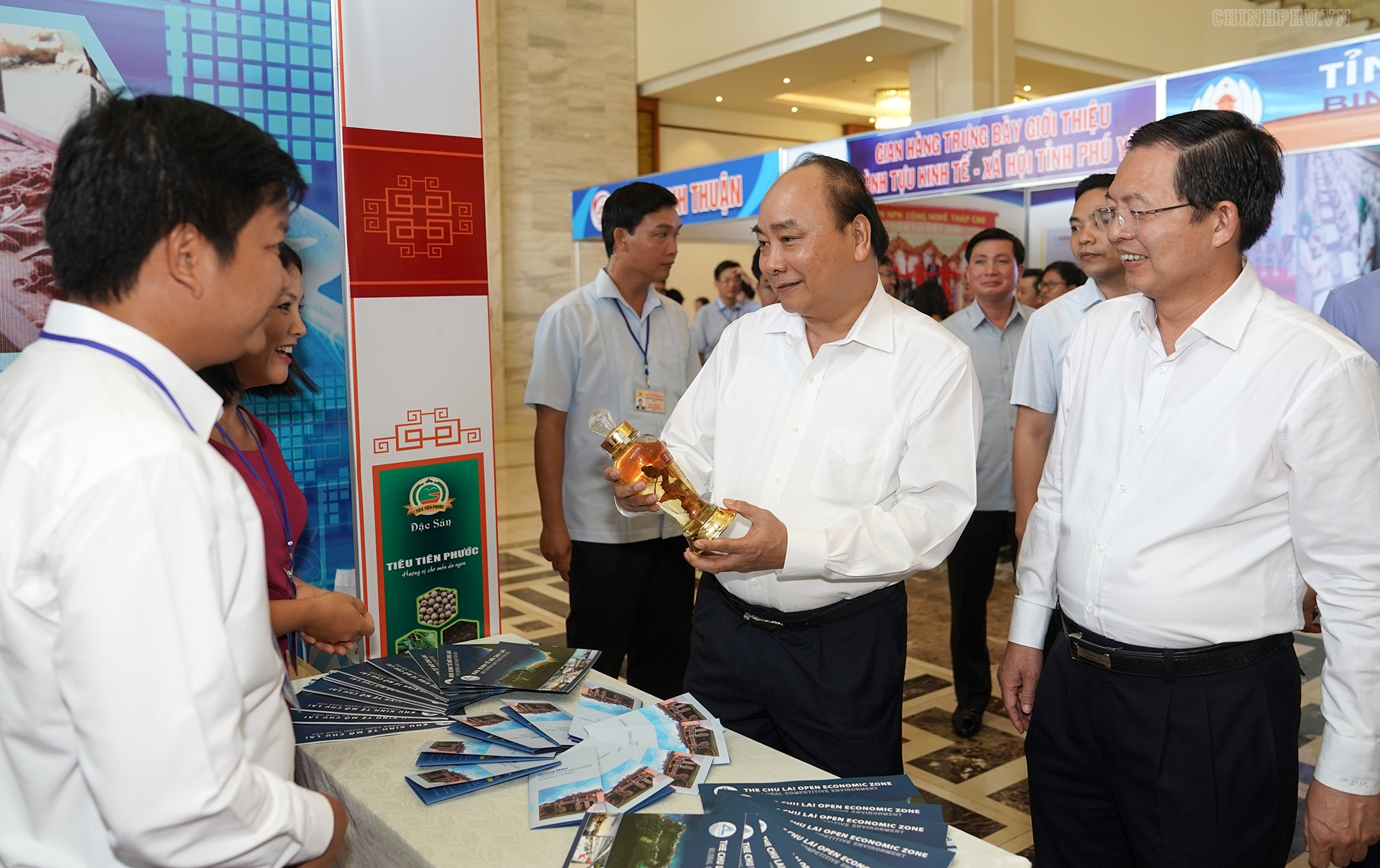 Thủ tướng chủ trì Hội nghị phát triển kinh tế miền Trung - Ảnh 2.