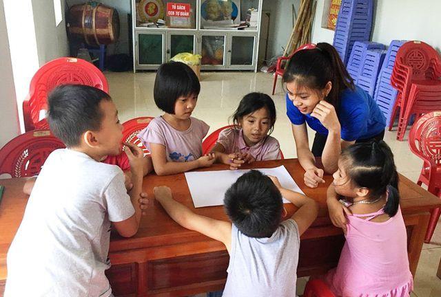 Sinh viên mở lớp dạy tiếng Anh miễn phí cho học sinh dịp hè - Ảnh 2.