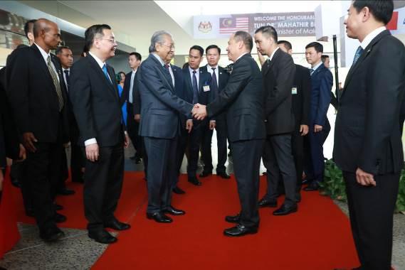 """Thủ tướng Malaysia Mahathir Mohamad: """"Xe VinFast rất khỏe, thiết kế đẹp, êm như xe điện"""" - Ảnh 2."""