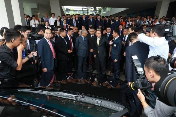 """Thủ tướng Malaysia Mahathir Mohamad: """"Xe VinFast rất khỏe, thiết kế đẹp, êm như xe điện"""" - Ảnh 3."""