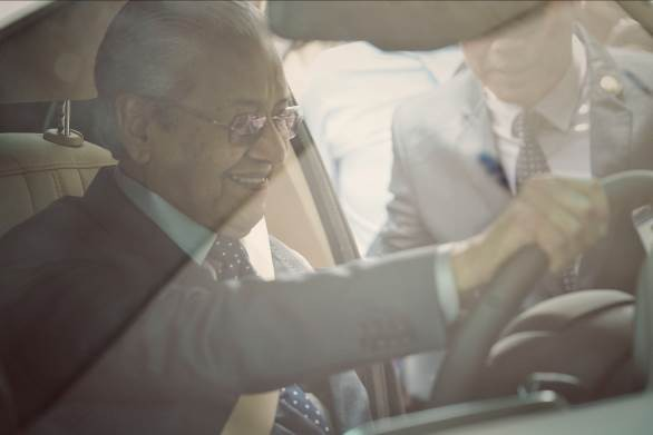 """Thủ tướng Malaysia Mahathir Mohamad: """"Xe VinFast rất khỏe, thiết kế đẹp, êm như xe điện"""" - Ảnh 4."""