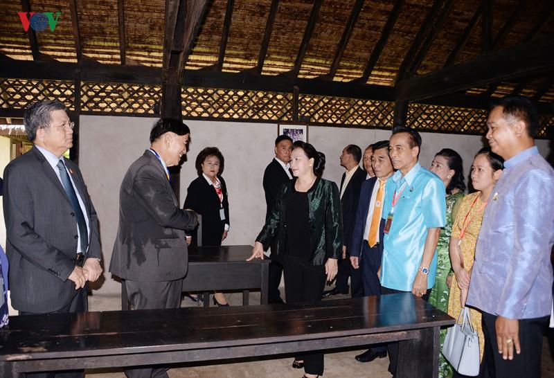 Chủ tịch Quốc hội thăm và làm việc tại tỉnh Udon Thani, Thái Lan - Ảnh 5.