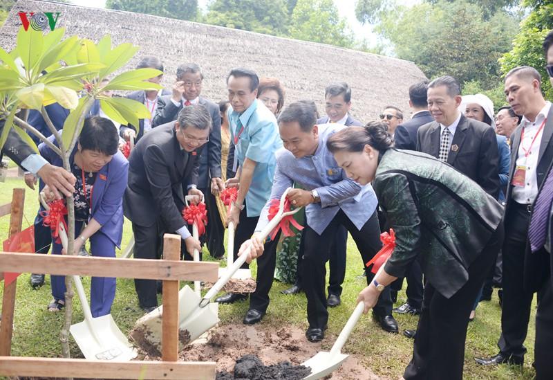 Chủ tịch Quốc hội thăm và làm việc tại tỉnh Udon Thani, Thái Lan - Ảnh 6.