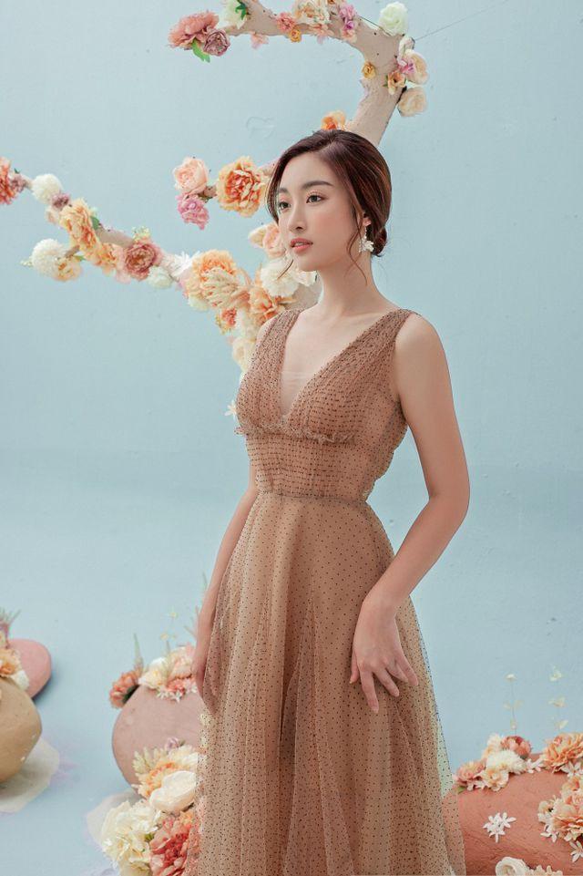 Hoa hậu Đỗ Mỹ Linh gợi cảm hơn sau tin đồn yêu thiếu gia - Ảnh 15.