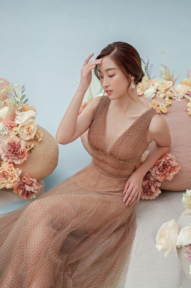 Hoa hậu Đỗ Mỹ Linh gợi cảm hơn sau tin đồn yêu thiếu gia - Ảnh 3.