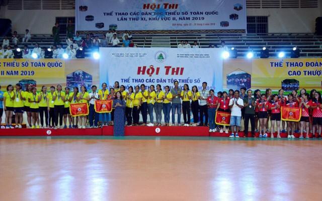 Kon Tum: Khen thưởng các vận động viên đạt thành tích
