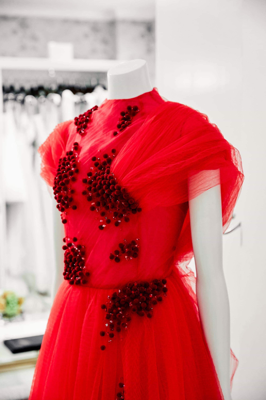 Ngắm váy cưới của nhà thiết kế Việt tại tiệm đồ cưới nổi tiếng nhất New York - Ảnh 4.