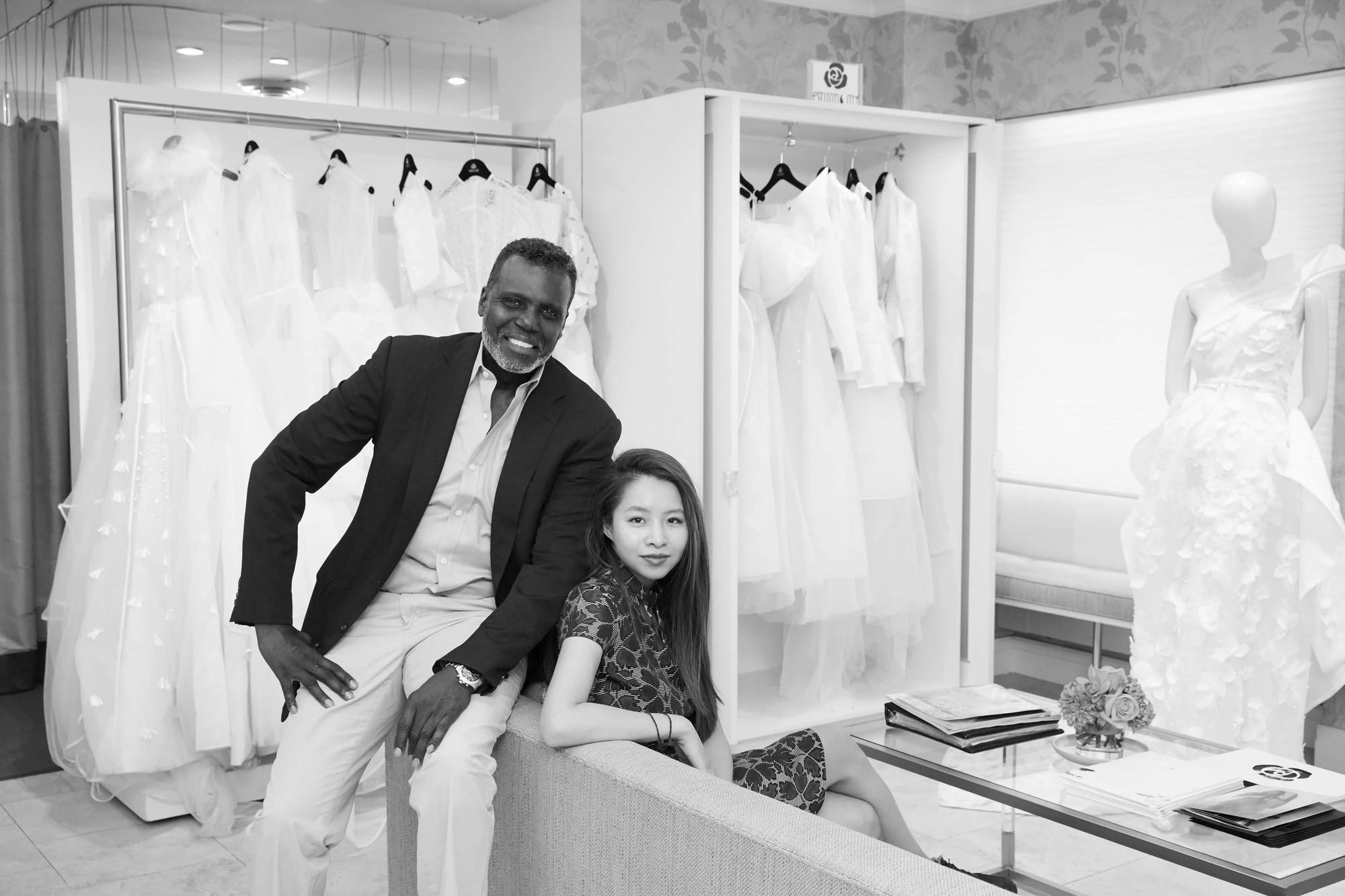 Ngắm váy cưới của nhà thiết kế Việt tại tiệm đồ cưới nổi tiếng nhất New York - Ảnh 6.