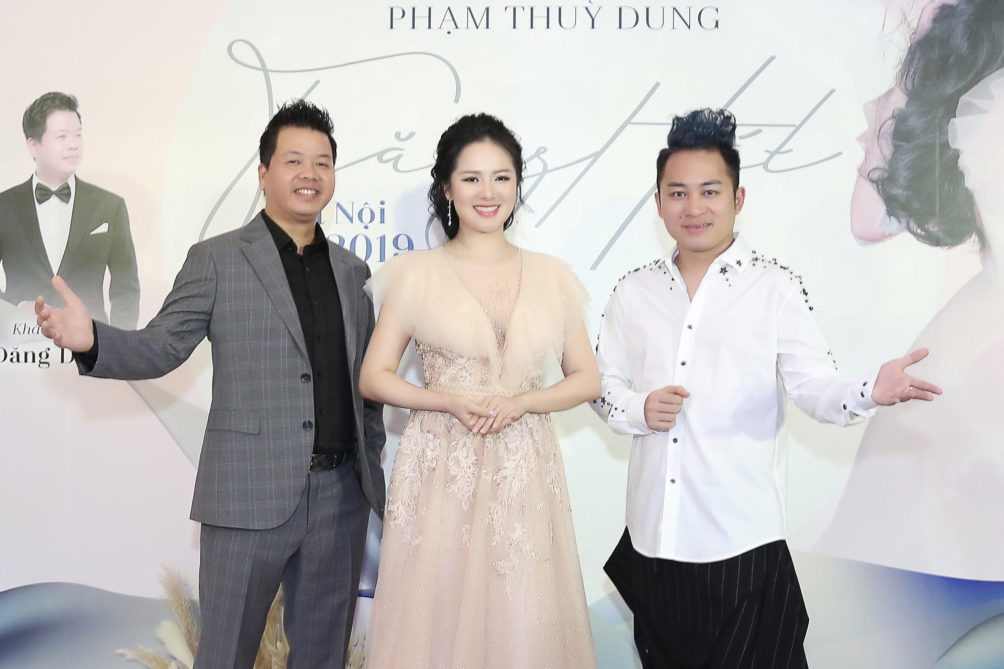 Họp báo Phạm Thùy Dung (2)