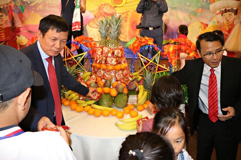Tết Trung thu đầm ấm, đủ đầy của trẻ em Việt tại Séc - Ảnh 4.